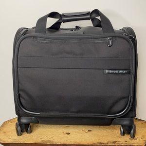 Briggs & Riley Spinner luggage Style # U116SP-4